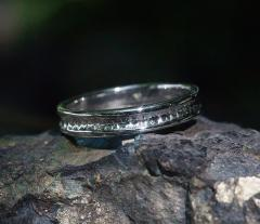 Hammered ring ring