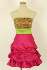 Яркое подростковое платье