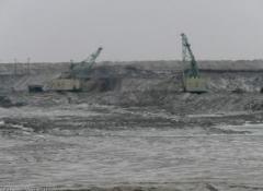 Добыча железной руды открытым способом (карьер)