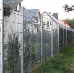 Двойной панельный забор `КОЛЬЧУГА` имеет