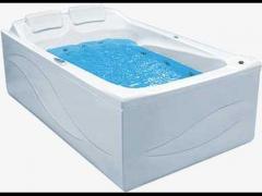 Ванна с гидромассажной системой.