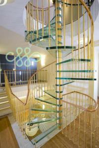 Стеклянные винтовые лестницы и ограждения лестниц