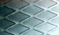 Листы стальные с ромбическим рифлением