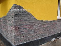 Facing of corners of the house natural stone