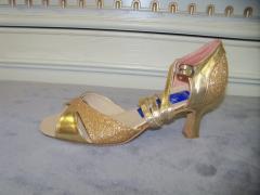 Dances footwear