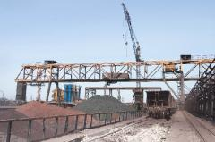 The loading crane is ore and clamshell