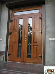 Двери деревяные (балконные, входные)по цене