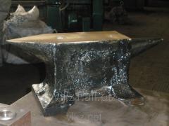 Two-horned anvil