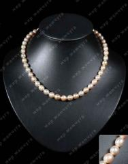 Pearl necklace a classical necklace from peach