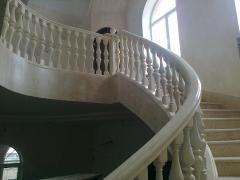 Лестница для коттеджа. Радиусные перила, балясины,