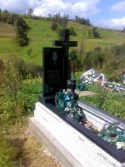 Памятник с мраморной крошки и гранита