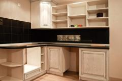 Glass and handles for kitchens