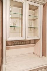 Шкаф кухонный из натурального дерева