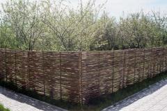 Плетеный забор (тын) из орешника (лозы)