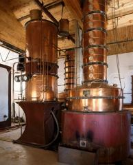Distillation installation of continuous action for