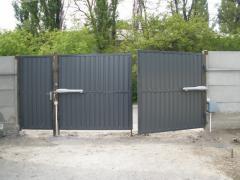 Ворота. Гаражные ворота. Красные ворота.