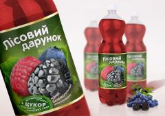 He drink aerated with addition of wild berries and