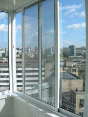 Склимо балкони алюмінієвими розсувними системами