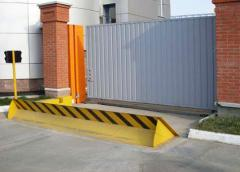 Automatic anticollision road lock