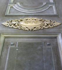 Facade decor elements for a door