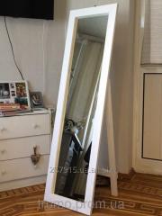 Зеркало напольное изготовлено из ольхи