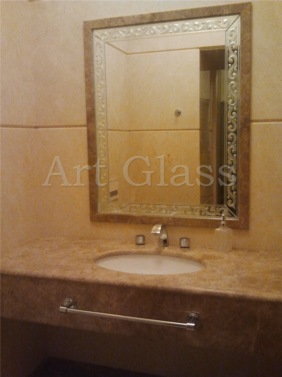 Mirrors with fatsety in the interior: make the design of any room light, spacious and comfortable 7
