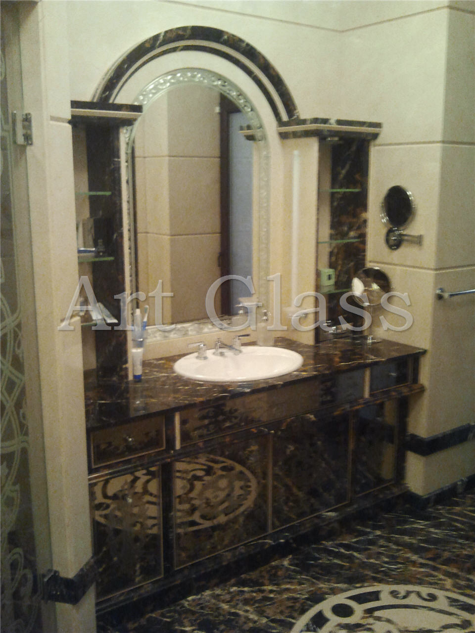Mirrors with fatsety in the interior: make the design of any room light, spacious and comfortable 78