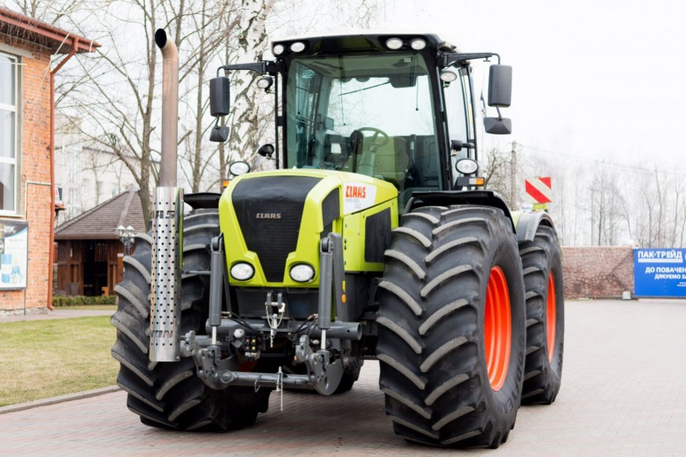 traktor_kolesnyj_claas_xerion_3800