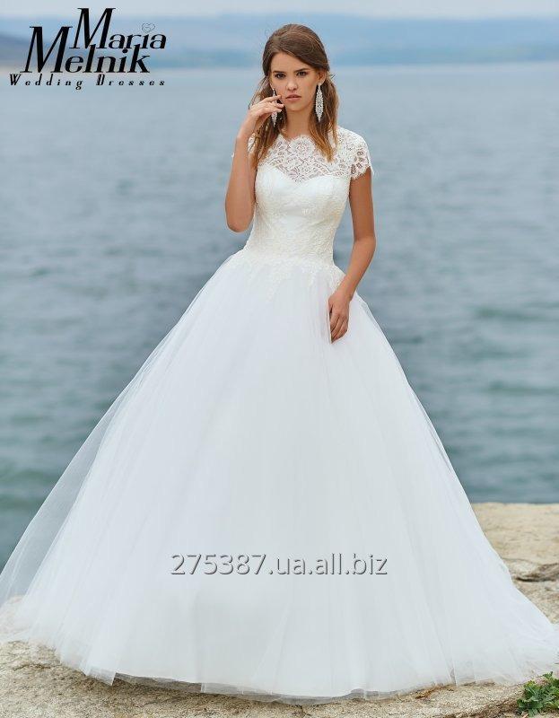 a_siluetnoe_svadebnoe_plate_s_kruzhevom_irma