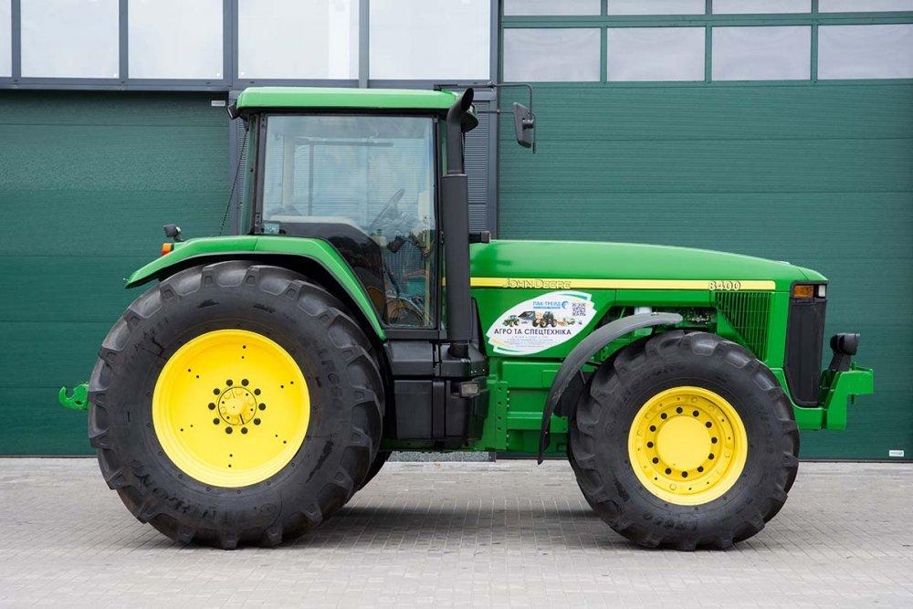 kolesnyj_traktor_john_deere_8400