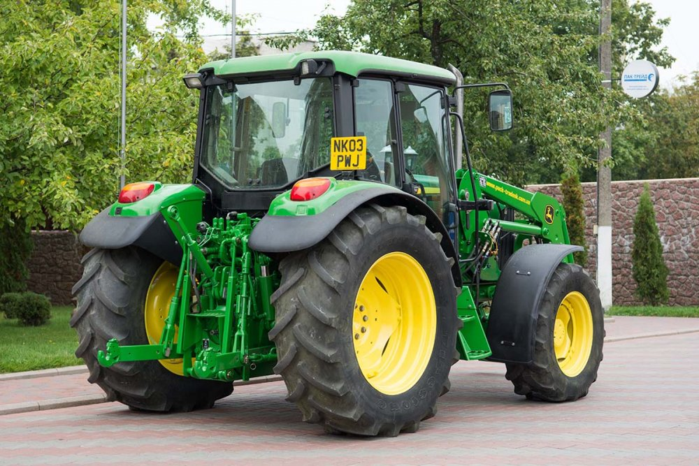 kolesnyj_traktor_john_deere_6220