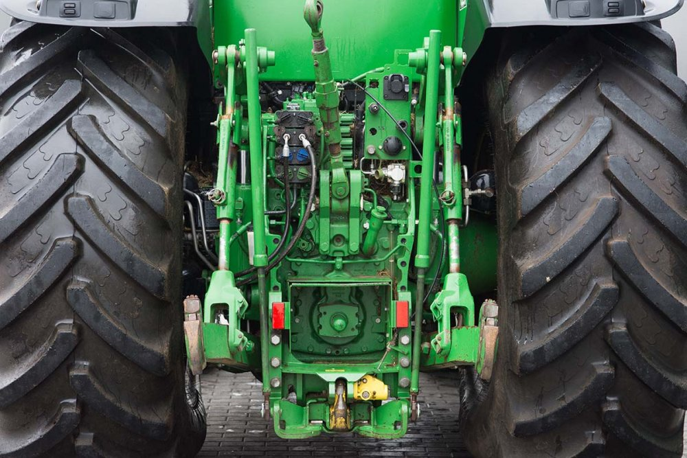 kolesnyj_traktor_john_deere_8345r_powertech_plus