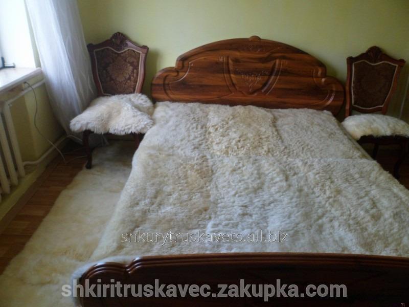 nabor_dlya_spalni_iz_ovechih_shkur_512