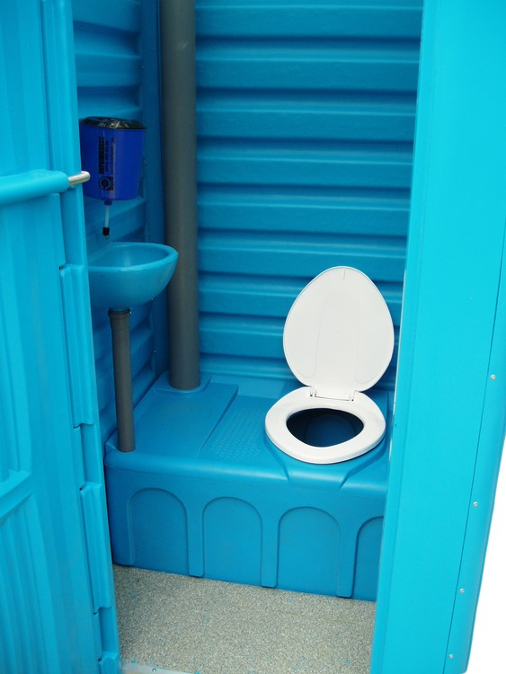 usluga_arendy_mobilnyh_tualetnyh_kabin_po_kievu_i