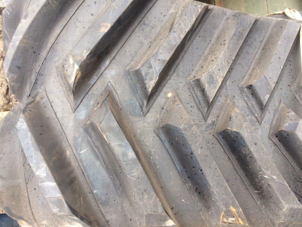 gusenycya_caterpillar_camoplast_do_traktora