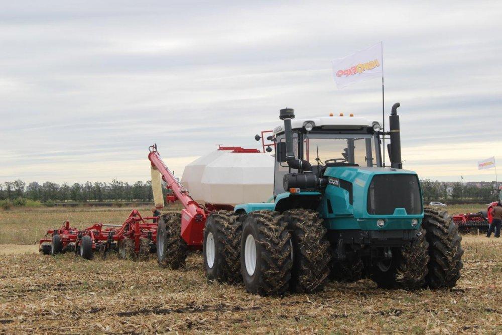traktor_kolesnyj_htz_243k20_universalnyj