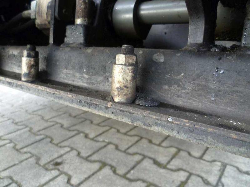 asfaltoukladchik_vogele_super_1300_2
