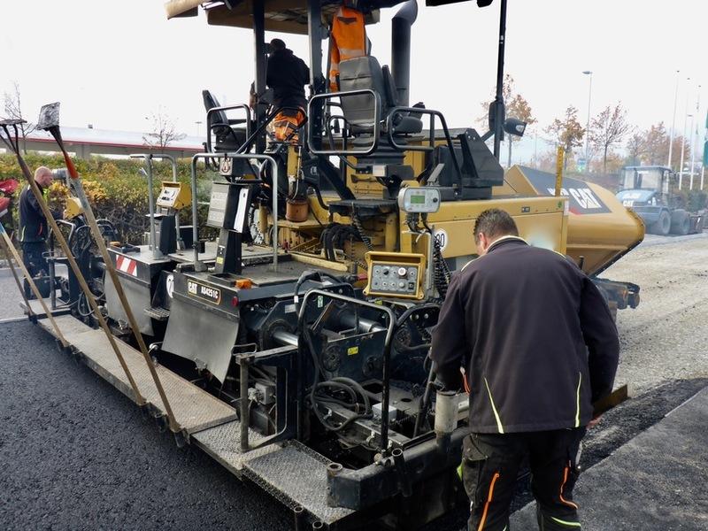 asfaltoukladchik_caterpillar_ap655d
