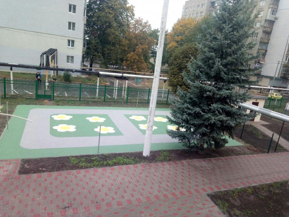 pokrytie_dlya_detskoj_ploshchadki_sendvich_gumibo
