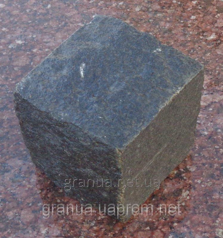bruschatka-iz-granita-gabbro-kolotaya-uluchshenogo