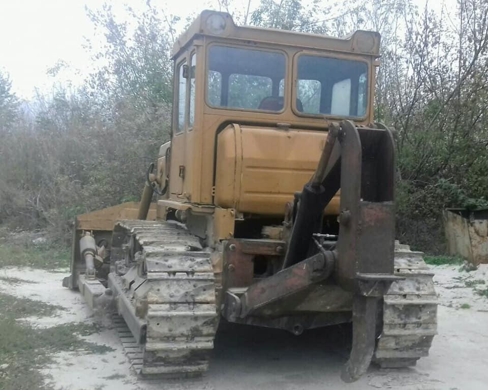 buldozer_t_130_s_ryhlitelem