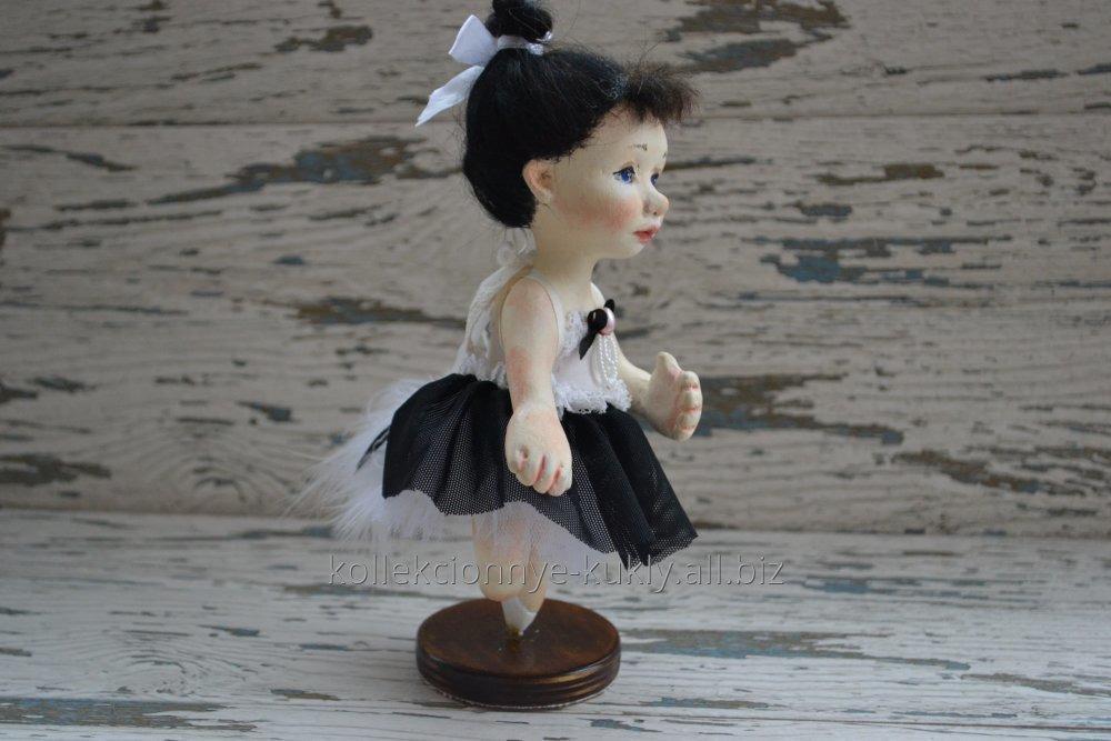 avtorskaya_kukla_na_podstavke_balerina_snezhana
