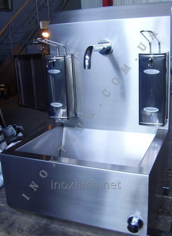 umyvalnik-kolennyj-s-zadnej-panelyu