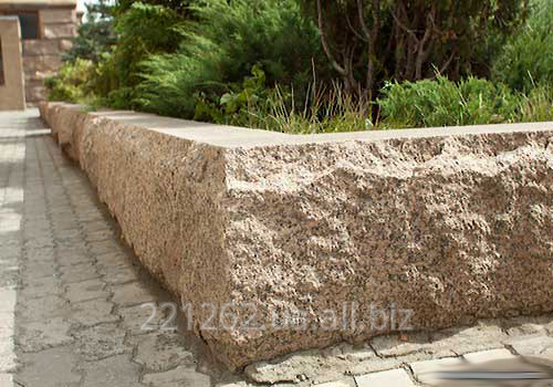 bordyur_z_faskoyu_10_cadovij_100h80hl_600_1200mm_pokostovske_granit_svitlo_sirij_pilenij