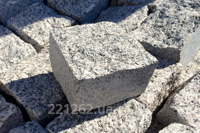 brukivka_pilena_100h100_mm_tovshhina_50_mm_emelyanivske_granit_oranzhevij