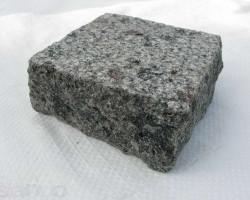 brukivka_pilena_100h100_mm_tovshhina_30_mm_kapustinske_granit_chervonij