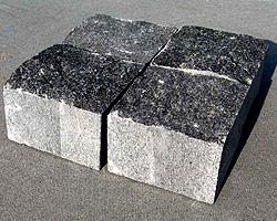 brukivka_pilena_100h100_mm_tovshhina_50_mm_pokostovske_granit_sirij