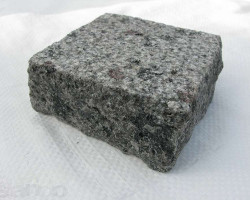 brukivka_pilena_200h100_mm_tovshhina_100_mm_maslavske_granit_zelenij