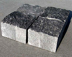 brukivka_pilena_200h100_mm_tovshhina_100_mm_pokostovske_granit_sirij