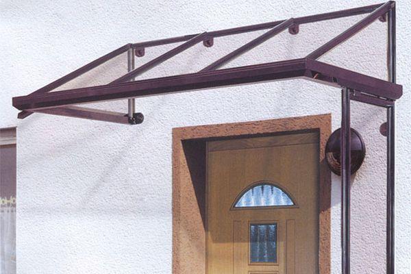 Козырек над входной дверью из дерева